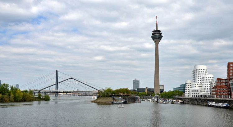 Düsseldorf Fernsehturm Rheinblick